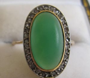 Lovely oval jade jadeite and diamonds 18ct gold art deco ring